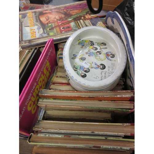 93 - Quantity of Roy Rogers and other childrens' annuals together with a Paragon Golly babies dish and a ...