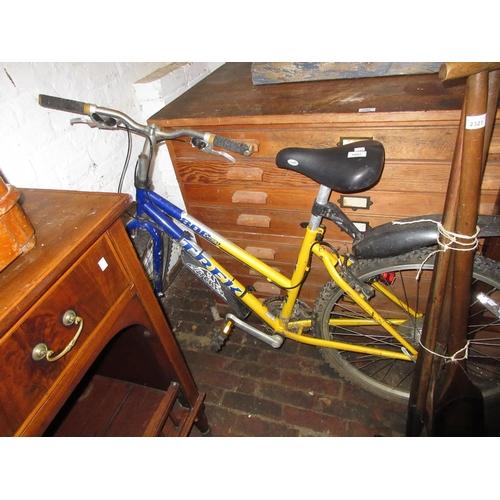 1897 - Ladies Trek 800 sport 26in wheel 20th Century mountain bike with 18 speed (at fault)...