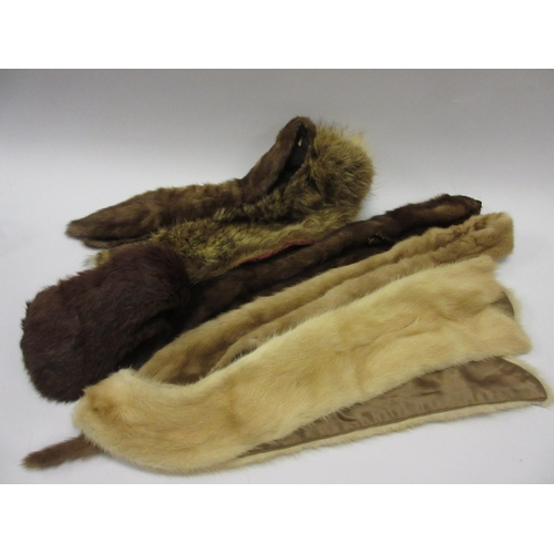 46 - Five varous fur collars / stoles...