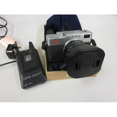 98 - Leica Digilux 2 camera with instructions and charger (no battery)...