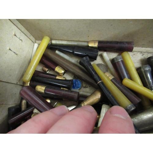 100 - Quantity of various cigarette holders...