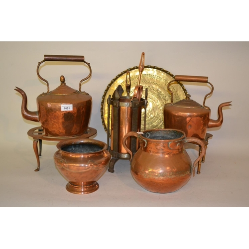 1051 - Two 19th Century copper kettles, three 19th Century copper cooking pans with lids, copper frying pan...
