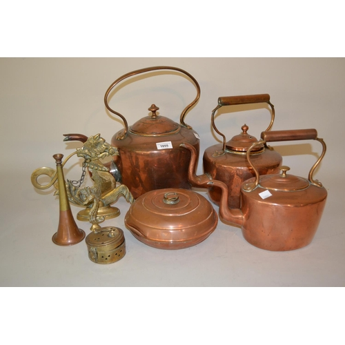 1055 - Three 19th Century copper kettles and other miscellaneous metalware...