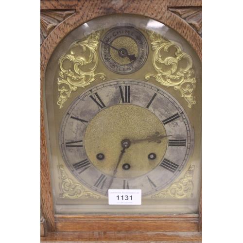 1131 - Early 20th Century oak bracket clock, the gilded and silvered dial with Roman numerals, the three tr...