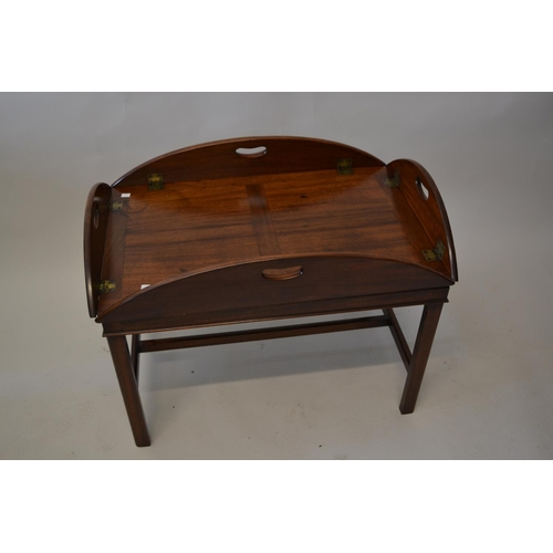 1595 - George III mahogany drop-sided butler's tray on a later mahogany base...