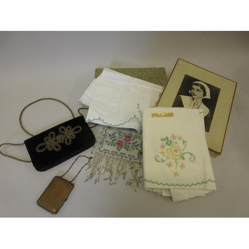 14 - Two ladies evening bags (one at fault), a gilt metal compact and two boxed sets of linen...