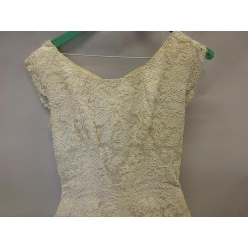 22 - 1920's Wedding dress with veil and headdress...