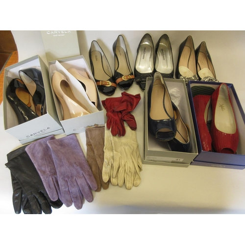 33 - Quantity of various ladies shoes and gloves...