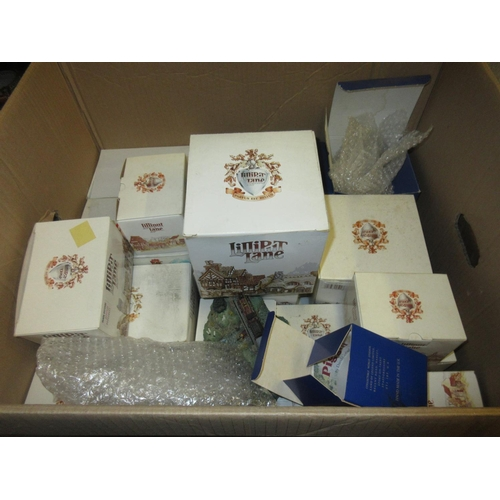 490 - Large collection of various boxed Lilliput Lane models of cottages etc. together with a quantity of ...