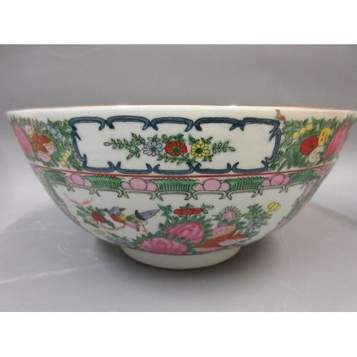 564 - Quantity of various oriental porcelain including bowls, vases etc.