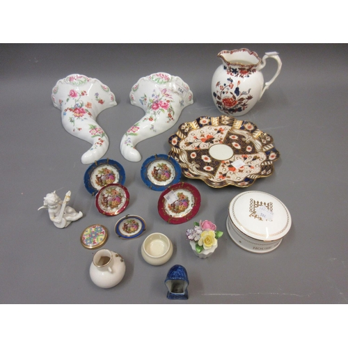 584 - Pair of modern Royal Worcester cornucopia wall pockets and a small quantity of other porcelain