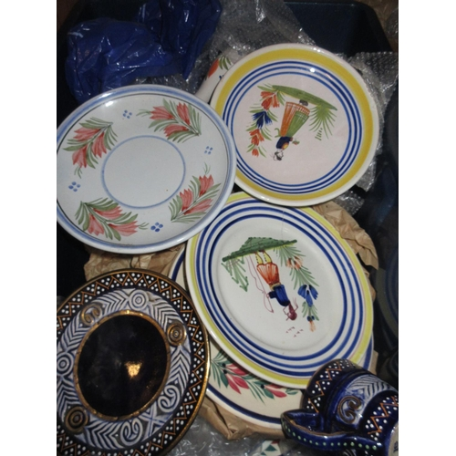 589 - Approximately twenty items of 20th Century Quimper pottery