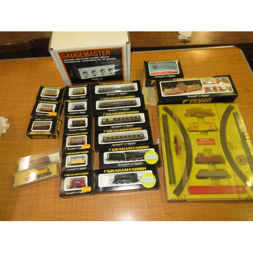 82 - Quantity of ' N ' gauge model railway, mainly in original boxes by Graham Farish and others, togethe...