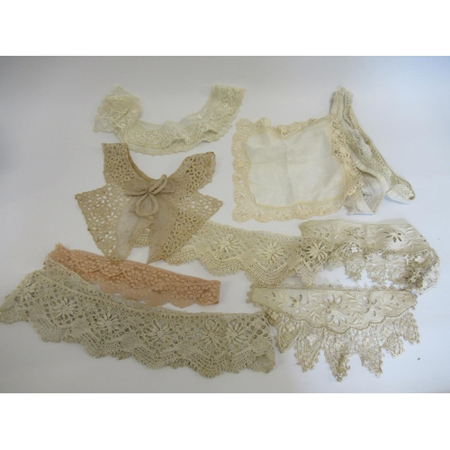 36 - Two mid 20th Century eiderdowns together with a small quantity of lace trimmings