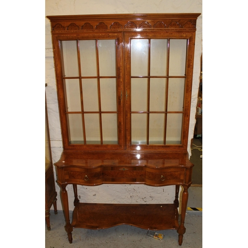 1677 - Reproduction figured walnut and satinwood crossbanded bookcase on stand, the moulded cornice above a...
