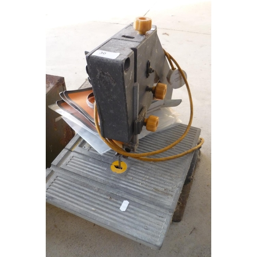 30 - Burgess BK3plus band saw with various spare blades...