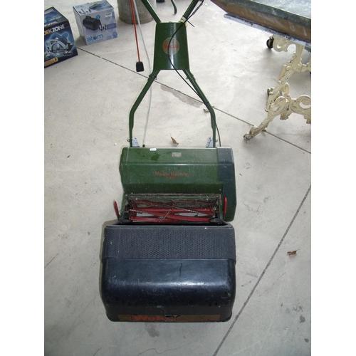 35 - Webb electric lawnmower...