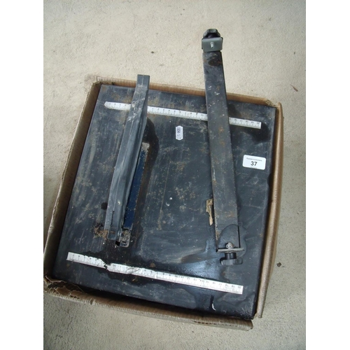 37 - Electric tile cutter...