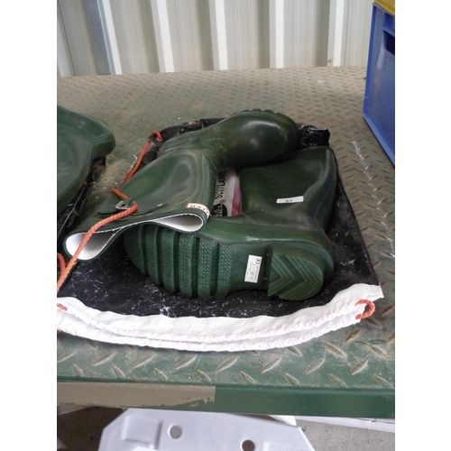 42 - Pair of Hunter wellingtons size 5...
