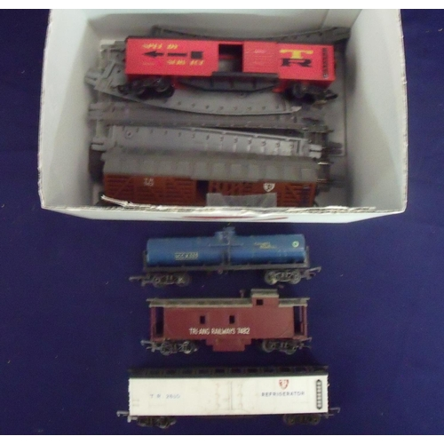 149 - Tri-ang Railways 20537 carriage set with observers coaches, various other coaches and rolling stock ...