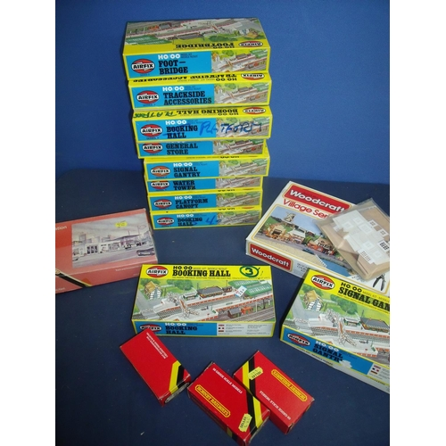 115 - Large quantity of Airfix, Hornby, Bryant and May OO gauge accessories including various building kit...