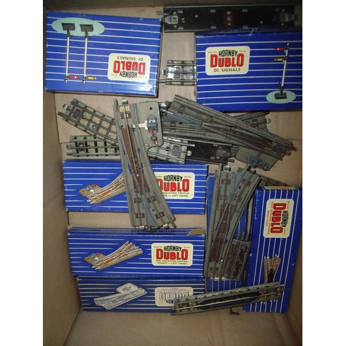 135 - Box containing a selection of various boxed and unboxed Hornby Dublo three rail points, D1 signals, ...