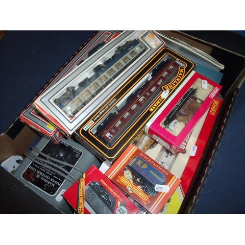 144 - Large quantity of OO gauge including Hornby, Lima, Main Line etc, including breakdown recovery set, ...