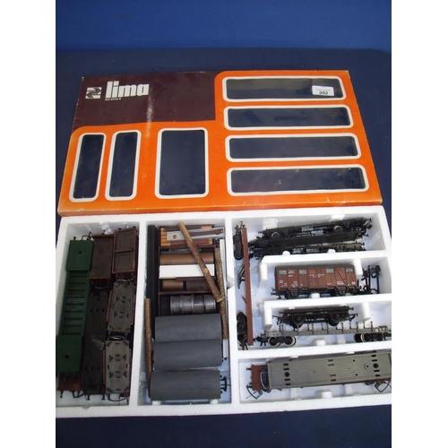 202 - Lima HO scale goods wagon set (no engine)...