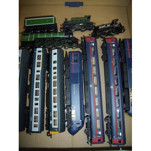 278 - Selection of Hornby OO gauge including a City of Kingston-upon-Hull GNER No. 43118 locomotive and ca...
