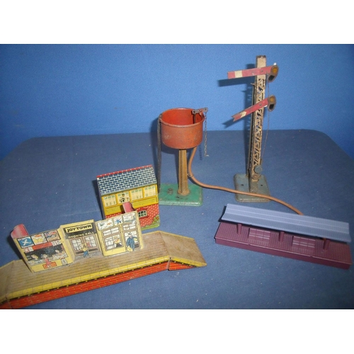 279 - Selection of Hornby O gauge tinplate accessories including signal tower, water tower, Joy Town Booki...