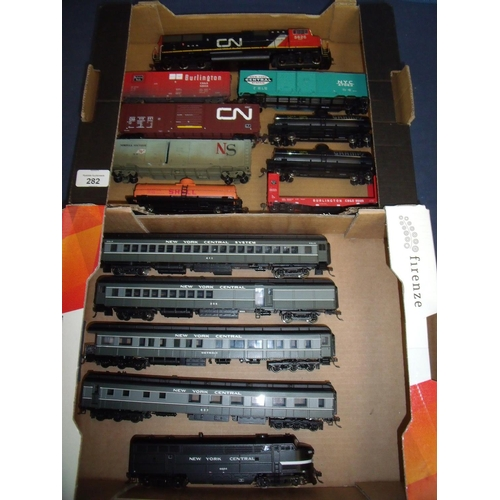 282 - New York Central 6604 Hobbycraft Life-Like engine and set of four carriages, a CN5626 diesel engine ...