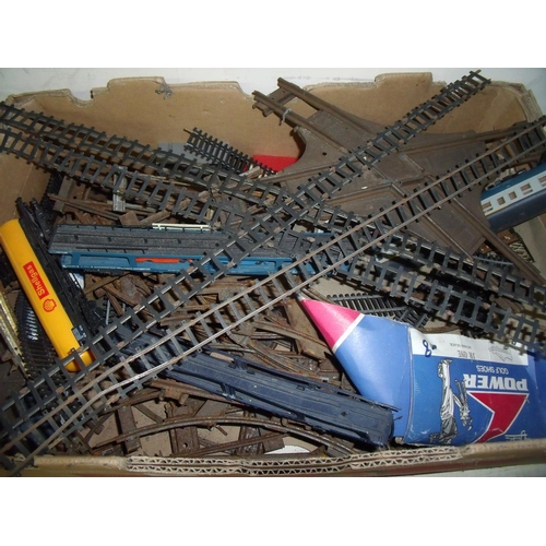 310 - Mixed selection of OO gauge track, carriages, rolling stock, O gauge, tin plate building, O gauge le...