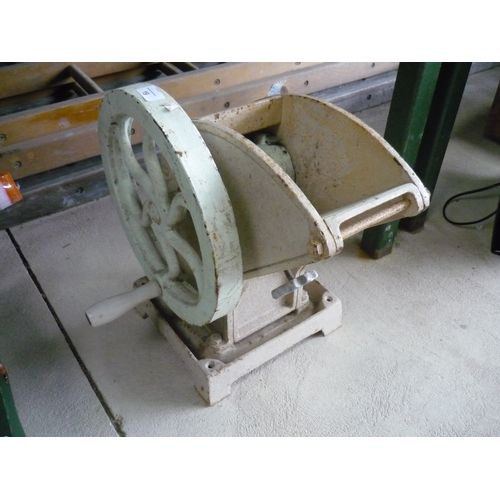 19 - Hand cranked vegetable/fruit pulper...