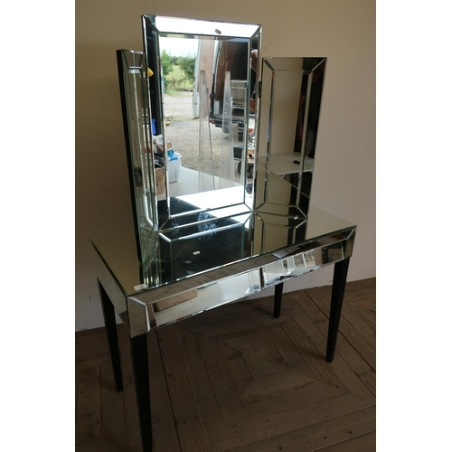 31 - Mirror finished dressing table with separate mirror to the top (101cm x 77cm x 45cm)...