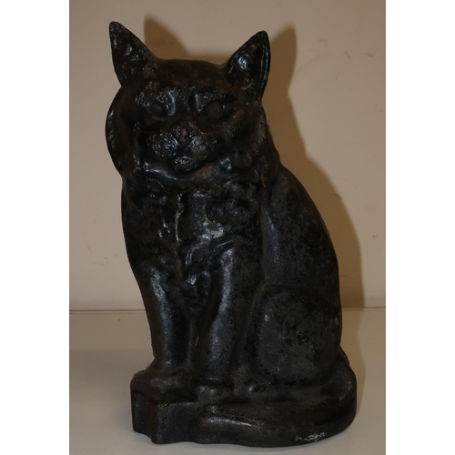 16 - Small cast metal doorstop figure of a cat (height 17cm)...