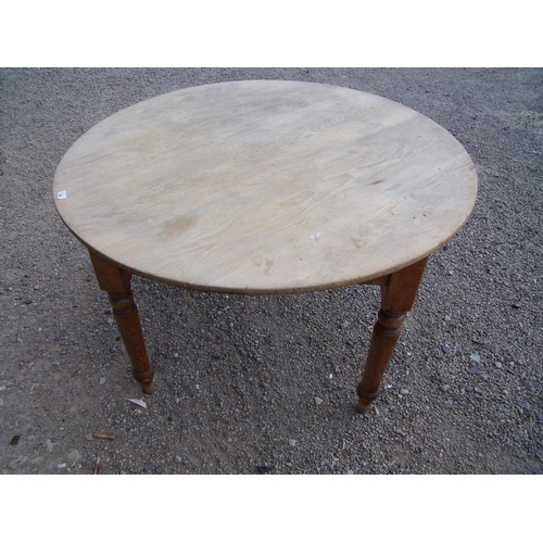 211 - Victorian pine circular top dining table on turned supports (diameter 118cm)...