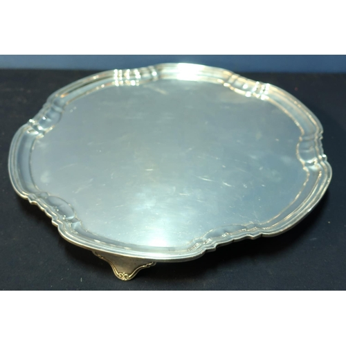 334 - A large Sheffield 1930 silver hallmarked salver on 3 raised supports, with stepped edge border (diam...