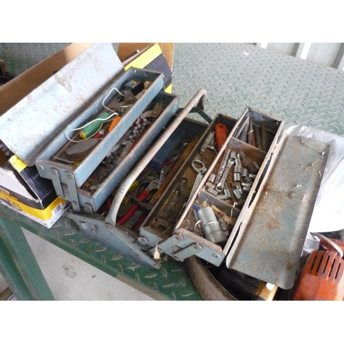 16 - Metal toolbox containing a large amount of tools...