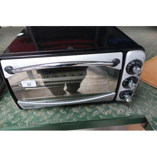 22 - DeLonghi turbo convection oven (small)...