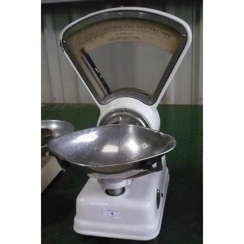 5 - Avery shop scales...