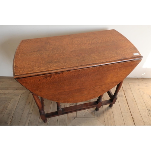257 - Oak drop leaf table on turned supports...