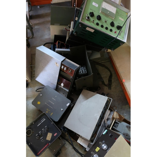139 - Quantity of mid - late 20th C military related electronic equipment including Microtest for a Klystr...