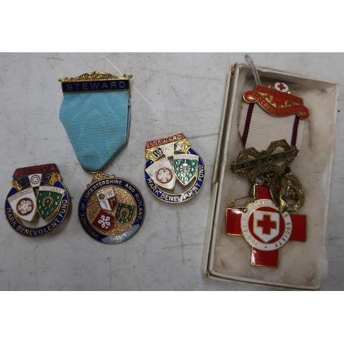130 - Silver gilt R.A.O.B Buffalo Lodge bar brooch, an enamel Red Cross Society medal, Stewards Masonic ba...