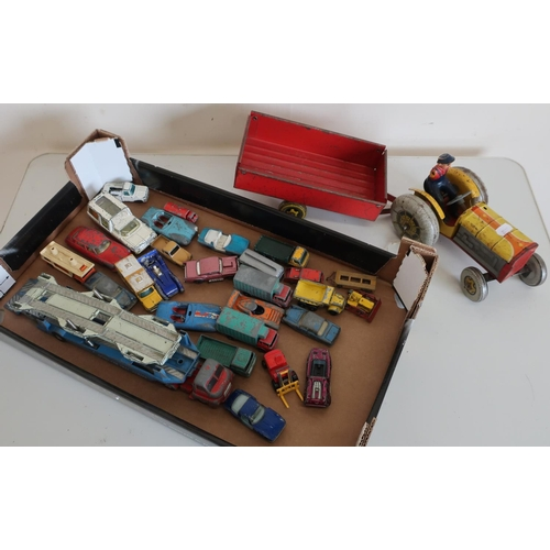 55 - Tinplate toy tractor and various diecast vehicles in one box including Hot Wheels, Matchbox, Corgi e...