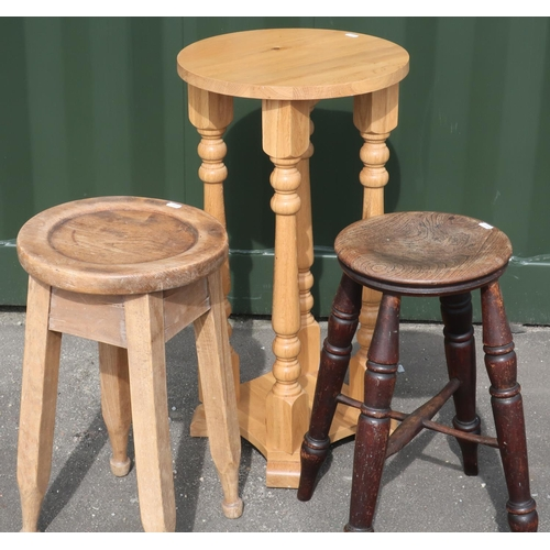 72 - Two country style four legged stools and a light oak jardiniere stand on four turned wood supports (...