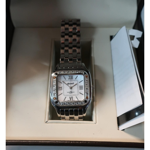 10 - Box Ingersoll gents wrist watch with leather box and outer box...