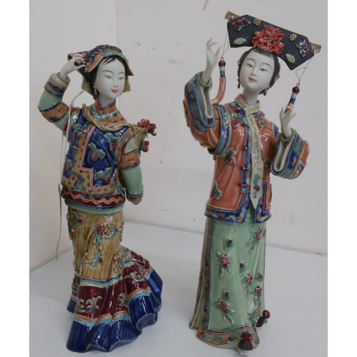 81 - Pair of Japanese models of female dancers, with colourful enameled traditional dress (height 31cm) (...
