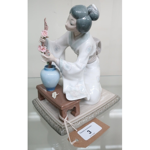 3 - Lladro porcelain model of a Geisha arranging flowers, in original box with packaging (H20cm)...