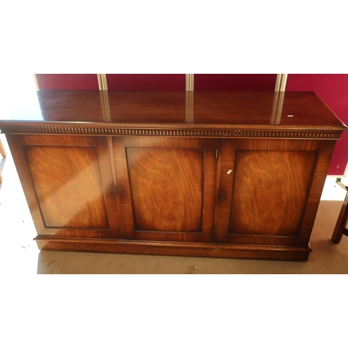 440 - Geo. III style mahogany sideboard, with frieze above three panel doors on a plinth base L158cm W46cm...