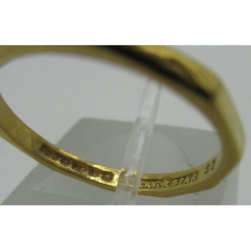 130 - 22ct gold hallmarked decagonal shaped ring, 2.0g...